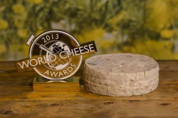 rsz_world_champion_cheese_is_montagnolo_affine_made_by_bavarian_cheesemakers_-_kaserei_champignon_large
